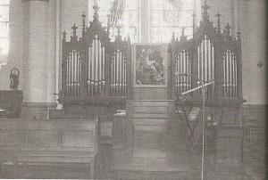 L'orgue dans le transept à partir de 1981
